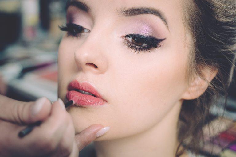 המדריך מקיף בנושא איפור קבוע לשפתיים איך זה עובד באמת ?